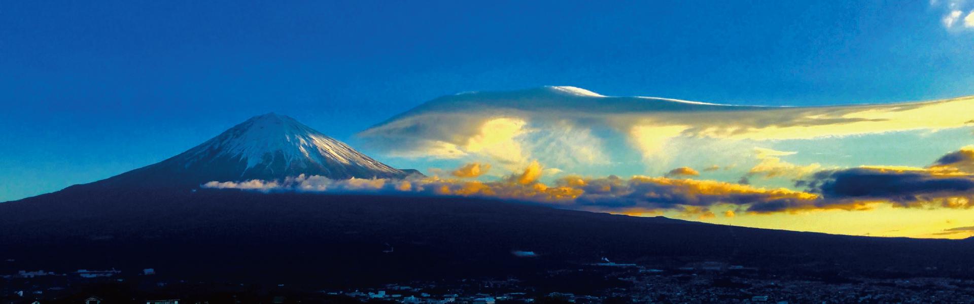 雄大な富士の麓